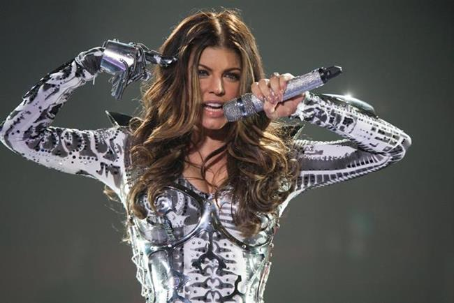 Fergie'nin karın kaslarına hepimiz imreniyoruz. Güzel şarkıcı karın kaslarını rahatlatmak için organik elma sirkesi kullanıyormuş.