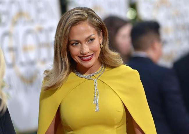 Jennifer Lopez iştahını kesmek için Greyfurt yağı kokluyor.