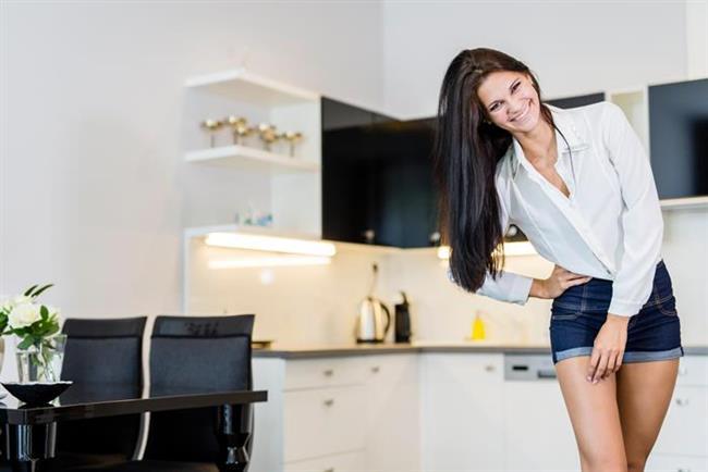 Lavaboda   İş yerinde ya da evde, lavabo başındayken leğen kemiğinizi hafifçe sallayarak çok basit ancak etkili bir egzersiz tercih edebilirsiniz.