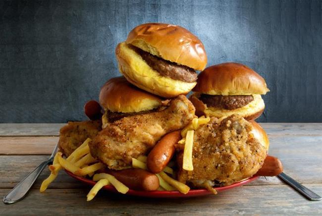 9. Metabolik ısıyı artıracak ve vücudun ısınmasına sebep olacak olan büyük porsiyonlu ve fazla proteinli yiyecekler tüketmeyin.