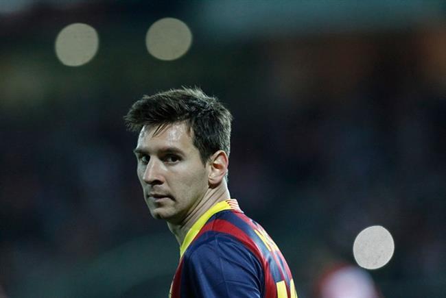 Lionel Messi Barcelona'nın yıldızı Messi, konaklayacağı bir otel odasında basketbol potası, ikisi sıcak biri soğuk olmak üzere 3 jakuzi, özel bir hizmetçi ve tamı tamına 28 santigrat derece olan bir havuz olmasını şart koşmuştu.