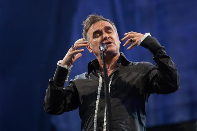 Morrissey Morrissey, 2012'de sahne aldığı bir festivalde, kendisi festival alanına vardıktan sonra tüm çalışanların, diğer sanatçıların ve festival jürisinin ofislerine kapanmalarını talep etmişti. Konser sırasında ise göz kırpmasından hoşlanmadığı bir jüri üyesini salondan attırmıştı.