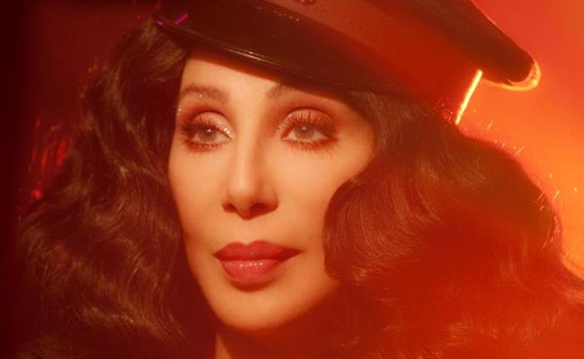Cher Sadece peruklarını koymak için ayrı bir oda talep ediyor.