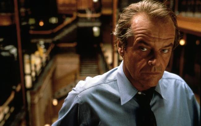 Jack Nicholson The Departed (Köstebek) filmini çekerken, biri bir dildoyla diğeri de bir aktrisin poposundan kokain çektiği iki sahne olmasını talep etti. Bunlar senaryoda olmamasına rağmen yönetmen Martin Scorsese bu talepleri kabul etti.