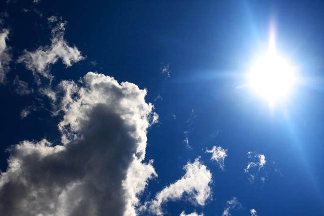 GÜNEŞ   Güneşin UV ışınları zararlıdır ve vücuttaki C vitaminini azaltır. Böylece vücuttaki hücre üretimi ve yenilenmesi azalır.Yenilenmeyen bir cilt üzerinde de lekeler, kırışıklıklar ve kılcal damarlar daha belirgin bir hal alır.