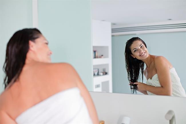 Renk solmasını önleyen koruyucu krem   Saçtan durulanmayan özel bakım kremleri ile saç renginizi koruma altına alabilirsiniz. Hem bunlar saçlara bakım yaparak sağlık kazandırırlar.