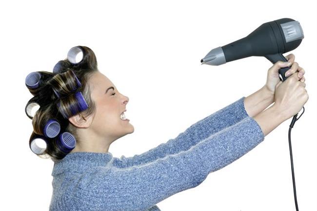 Isı koruyucu   Saçlarınızı fön makinesine ya da düzleştiriciye, maşaya maruz bırakmadan önce ısı koruyucu bakım kremlerinden kullanın. Bunlar yüksek ısının saça zarar vermesini önlerler.