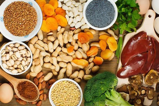 Sağlıklı beslenme   Demir açısından zengin gıdalar saçları güçlendirir, dokusunu geliştirir ve büyümesini uyarır. Bol bol yağsız et, balık, az yağlı peynirler, yumurta akı, ıspanak ve soya tüketin. Meyve, fındık, sebze ve tahıl da beslenme düzeninizde mutlaka olsun.