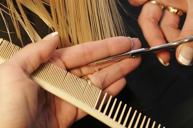 Kırık uçlar   Saçlarınızdaki kırıkları sık sık temizletin. Kırık uçlar saçlarda gereksiz ağırlık ve bakımsız bir görüntü yapar.