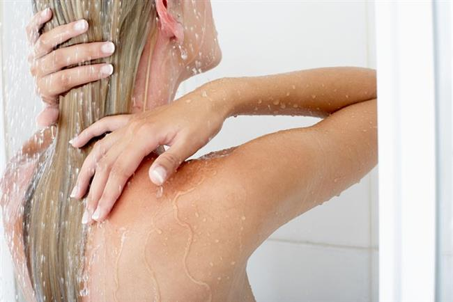 Sık yıkamayın   Saçlarınızın rengini korumak için onları daha az yıkayın. Haftada 2 ya da 3 kez yeterlidir.