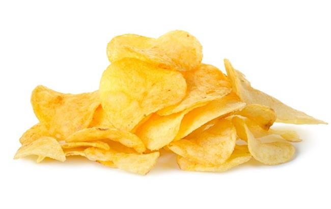 Sade Patates Cipsi:  Severek tükettiğimiz bu patates cipsinden, 73 gramlık küçük paketin tümünü yerseniz 380 kalori alıyorsunuz. Bu tip abur cuburlardan vazgeçemiyorsanız, en iyisi ne kadar yediğinizi bilmek açısından bir kâseye koyup yemek. Küçük bir kâse dolusu cips 129 kcal.