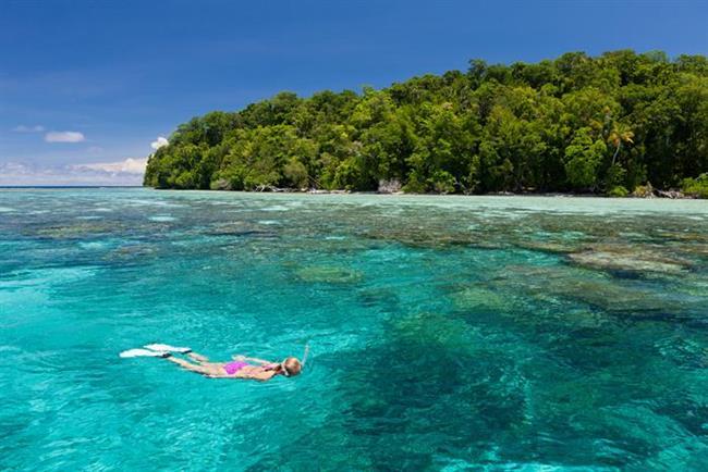 Solomon Adaları   Sualtı tutkunlarına   Zamanda kaybolan adalar topluluğu, yeryüzünün en bakir sualtı yaşamı ile dalmayı sevenler için adeta bir cennet. İkinci Dünya Savaşı sırasında adı bir ara duyulan ve sonra unutulan 900'den fazla adayı, fazla 'ayakaltı' olmadan gezmenizi öneririm... Daha sonraki yıllar çok geç olabilir.   Kaynak: Hürriyet - Mehmet Yaşin