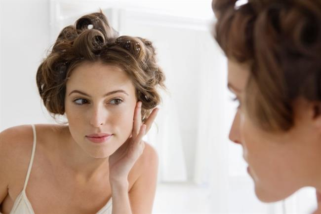 E vitamini: Önemli bir antioksidan olan E vitamini, hücre yenilenmesinde, cilt ve saç sağlığında oldukça önemli bir yere sahip. Aynı zamanda üreme fonksiyonları ve damar sağlığı üzerinde de olumlu etkileri bulunuyor. Eksikliğinde bu fonksiyonlar ve cilt sağlığı bozulabiliyor. Bu nedenle yaz aylarında E vitamini eksikliğinin yaşanmaması gerekiyor.