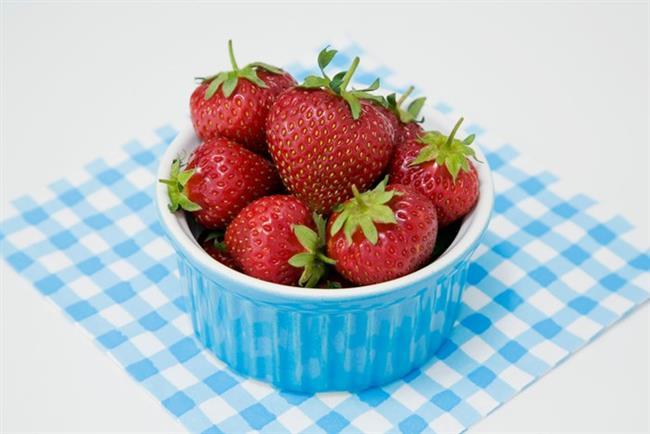 Saat 21-22.00  Bir küçük kase çilek/Bir adet elma / İki adet kivi  İçecek: Su ve kiraz sapı/rezene vb içeren bitki çaylari