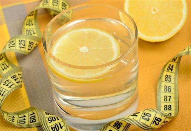 CUMARTESİ  büyük bir bardak limonlu ılık su.( Kabızlık sorununuz varsa içine 1 TATLI KAŞIĞI KETEN TOHUMU  veya 1 yemek kaşığı da zeytinyağı karıştırın. )