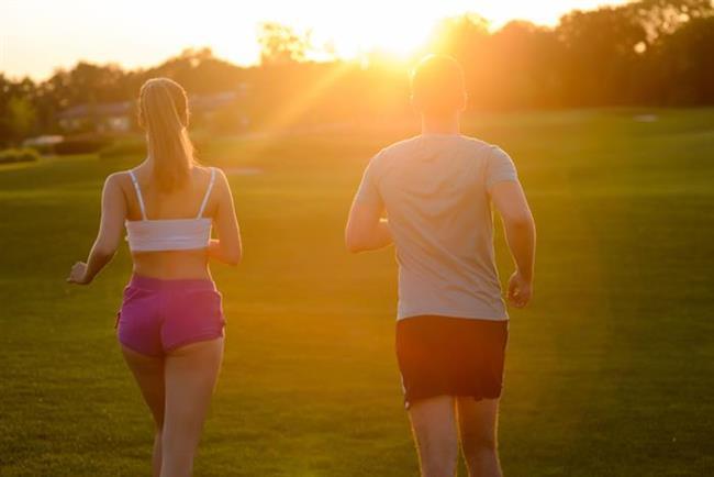 - Vücut ısısının artmaması için, sık duş alın ya da el, ayak, yüz ve ensenizi soğuk suyla ıslatın - Açık alanda çalışmak zorunda olanlar, güneş altında korumasız kalmamaya, sık sık tuzlu içecekler içmeye özen gösterin - Spor için sabah erken ya da akşam saatlerini tercih edin, ağır sporlardan uzak durun
