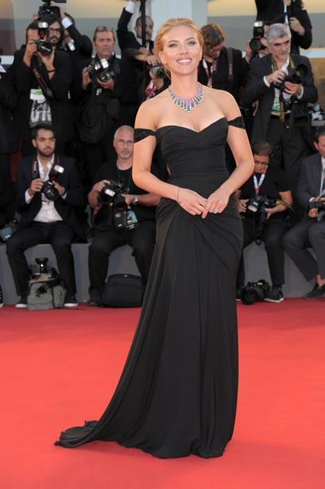 1. Scarlett Johansson  Vücut Ölçüleri Oranı: 1.618 Altın Orana Yakınlığı: 96.4%  Kim Kardashian'ı sollayarak listede bir numaraya oturan Scarlet'ın bunu hakkıyla aldığına kuşku yok diye düşünüyorum.