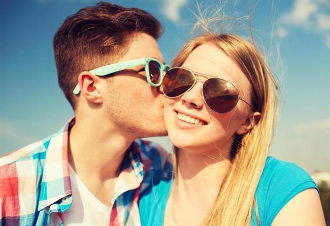 İlişkiniz üç aylıksa  İlişkinin bu çok yeni cicim aylarında, sorunlar monotonluktan, sıkılmaktan değil tam tersi birbirini henüz tanıyamamış olmanın verdiği güvensizlikten kaynaklanır. Çiftler birbirlerine tam anlamıyla açık davranamadıkları için, gereksiz yanlış anlaşılmalar ve tartışmalar çıkar...