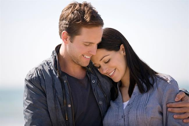 Artık sen değil, siz varsınız. Çoğu çift bu dönemde benliklerinden çok ödün verdiklerini düşünüp, yollarını ayırırlar. Siz, bu hataya düşmemek için kendinize sevgilinizden ayrı yaşam alanları yaratın. Örneğin, kendinize yeni hobiler edinin ve en önemlisi her aktivitenizi sevgilinizle yapmayın. Ona da, kendinize de nefes alma ve birbirinizi özleme zaman ayırın.