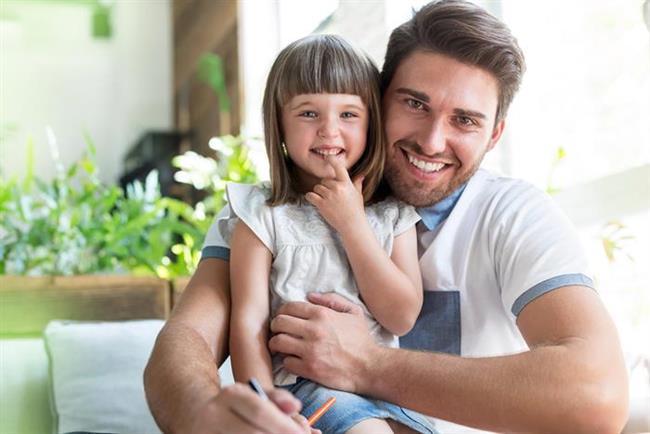 Terazi (24 Eylül-22 Ekim)  Sakin ve adaletli bir babadır. Çocuklarınız da babalarının çekiciliğine kapılacaklar, tartışmalarından nefret edeceklerdir. Terazi erkeği dört gözle çocuğu olmasını beklemez. Ama çocukları olduktan sonra çocuklarına deli gibi düşkün bir baba olacaktır. Ama bu sevgi hiçbir zaman eşine duyduğu aşkın yerini almayacaktır. Teraziler için önce eş sonra çocuklar gelir.