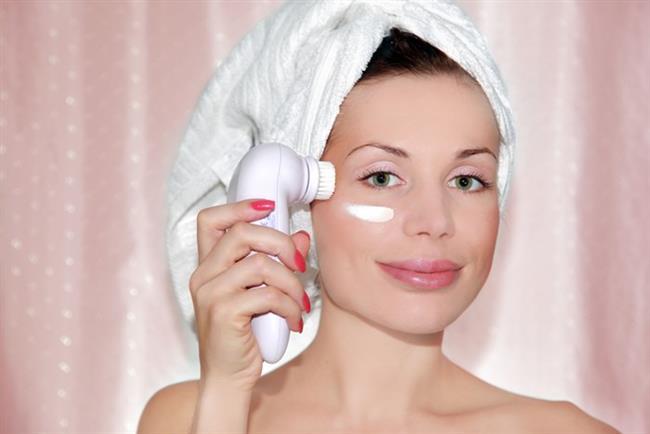 Güzellik, zamansız ve ulaşılabilirdir. Mümkün olan en harika cilde kavuşmanın yolu, temizleme, arındırma ve nemlendirmeye dayalı, günde iki kez olmak üzere düzenli yapılan cilt bakımı ile birlikte cildin özel ihtiyaçlarına uygun tamamlayıcı ürünlerkullanmaktan geçiyor.