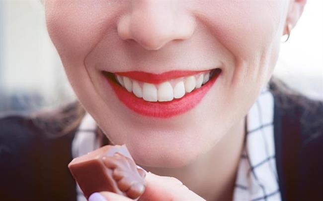 Özellikle günlük hayatta sevdiğiniz şeyleri tüketmeye dikkat edin!  Yemekten keyif aldığınız besinleri porsiyonları az tutarak gün içinde tüketmeniz, hem fazla kilo almamanızı hem de psikolojik olarak rahatlanamanızı sağlayacaktır.