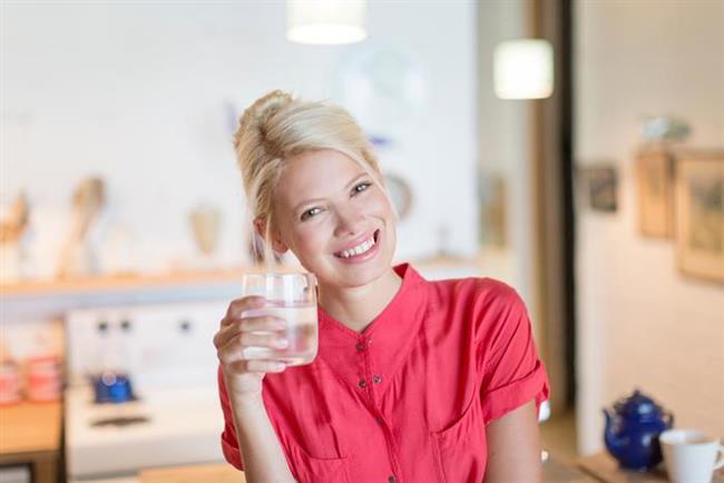 Sıvı tüketimiyle aldığınız kalorileri sıfırlayın!  Yüksek kalorili kola ve ya gazoz gibi besin değeri düşük içeceklerden kaçının. Alkol kullanıyorsanız iki kadehi aşmayın. Su tüketimi en ideal tercihiniz olsun.