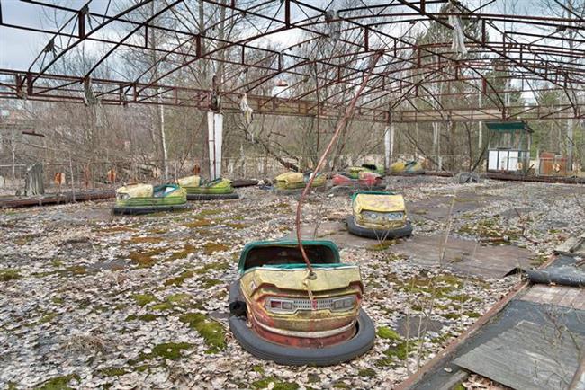 2. Pripyat, Ukrayna   Nasıl terk edildi?  1986 yılında gerçekleşen Çernobil nükleer faciasından sonra gerçek bir hayalet kasaba olan Pripyat, adeta kıyamet temalı bir filmin setini andırıyor.   Ziyaret edebilir miyiz?  Ukrayna hükümetinden özel izin alarak ve radyasyonun tehlikeli olduğu bölgelerden sakınarak ziyaret etmek mümkün.   Ne kadar ıssız?  Radyasyondan dolayı kimse yaşamıyor ve turistik aktiviteler çok sınırlı boyutta.