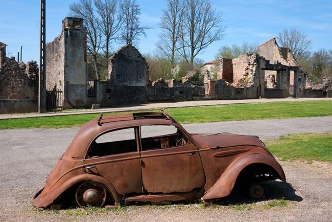 8. Oradour-sur-Glane, Fransa   Nasıl terk edildi?  İkinci Dünya Savaşı'nın önemli olaylarından birine tanık olan köy, savaşın acılı günlerini unutmamak için terk edildiği 1944 yılından beri olduğu şekilde korunuyor.   Ziyaret edebilir miyiz?  Evet, köy turist ziyaretlerine açık.   Ne kadar ıssız?  Oldukça ıssız.