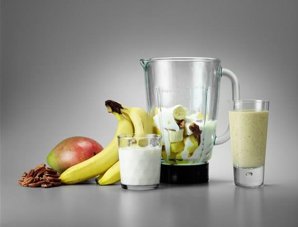 Smoothie nasıl hazırlanır?   Smoothie'nin en önemli özelliği kullanılan tüm malzemelerin soğuk olması. Sütü, yoğurdu buzdolabında, meyveleri ise buzlukta bekletin ve hazırlamadan hemen önce dolaptan çıkarın. Malzemeleri blender'da karıştırın ve soğuk olarak tüketin.