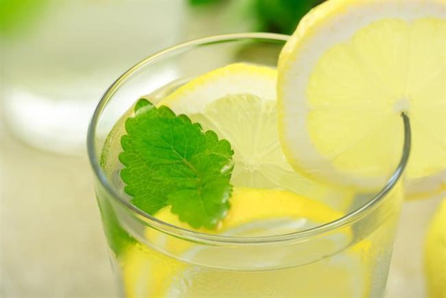 1- Sabah kalkar kalkmaz ve akşam yatmadan önce ılık su içine limon sıkıp için.