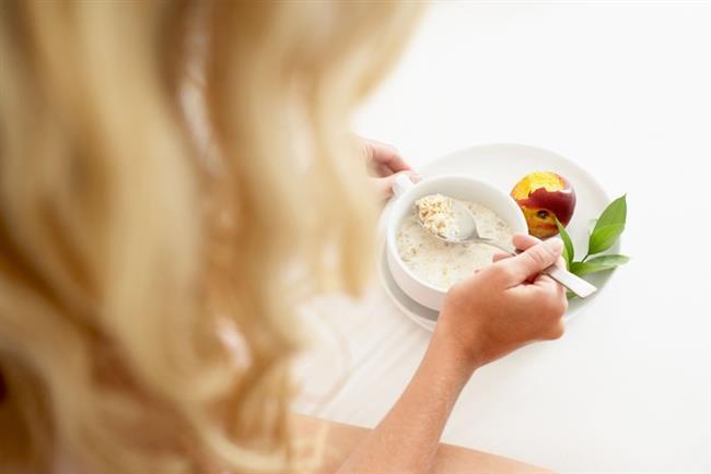 6- Azar azar ve sık sık yemeyi tercih edin, asla aç kalmayın. Dengeli ve düzenli beslenin, tek tip gıda tüketiminden vazgeçin.