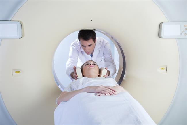 Her baş ağrısı anevrizma demek doğru değil!  Günümüzde anevrizmaların tanısı ileri teknolojik aletler ile kolaylıkla teşhis edilebilmektedir. Bilgisayarlı tomografi, magnetik rezonans (MR), dijital anjiografi ile hastalığın tanısı kolaylıkla konulabilmektedir. İleri tanı yöntemleri ile vücuda anjiyografi gibi herhangi bir girişim yapmadan, kanamaya yol açmamış anevrizmalar da kolaylıkla tespit edilebilmektedir. Anevrizma bulgu verdikten sonra tanının erken konulması oldukça önemlidir. Her baş ağrısı anevrizma nedenli olmadığı gibi anevrizma sonucu ortaya çıkan baş ağrıları da ağrı kesicilerle geçiştirilmemelidir. Özellikle anevrizma kanaması geçiren kişilerin yürümesine, hareket etmesine izin verilmemelidir. İlk 24 saat içinde tekrarlayan kanamalar yüksek derecede hayati risk taşıyabilmektedir.