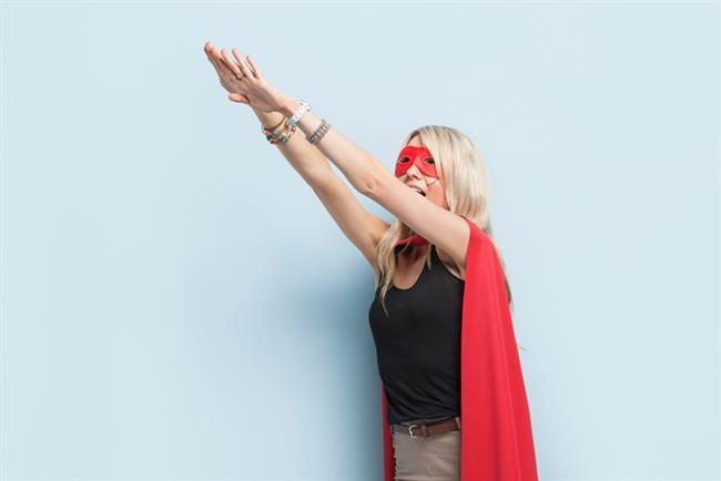 """""""Güçlü bir kadın olmak"""" zorunda değilsin, senin değişip güçlenmenden önce seni zorlayan şartların değişmesi gerekiyor."""