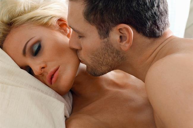 UYKU SORUNLARINI GİDERİR   Seksten sonra salgılanan hormonlar rahatlama ve gevşemeyi sağlayarak vücudun uykuya geçişi kolaylaştırır. Bu sayede de düzenli seks uyku sorunlarının çözülmesine yardımcı olur.