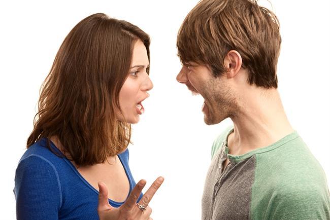 """Kavga etmek   Genelde : Pişman olunacak sözler sarf etmek, gözyaşı, annenizi aramak, """"oturup düşünmek"""", büyük özürler, barışma seksi.   Sizin için artık : 20 dakika boyunca birbirinize laf sokup surat astıktan sonra birinin dayanamayıp gülmesi ve hemen öpüşüp koklaşmaya başlamak."""