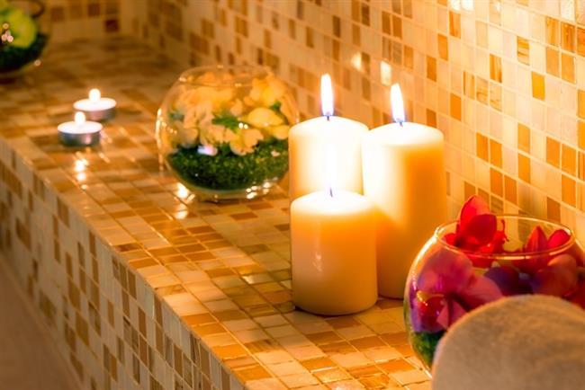 Romantizm   Genelde : Moda girmek.   Sizin için artık : Banyo kokmasın diye tuvaletten çıktıktan sonra mum yakmak.