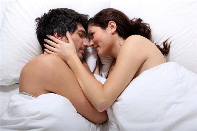 """""""Seni seviyorum""""   Genelde : Derin hayranlığın bir ifadesi.   Sizin için artık : Çok yorgunum aşkım ışığı kapatır mısın kalkıp? Sçs."""
