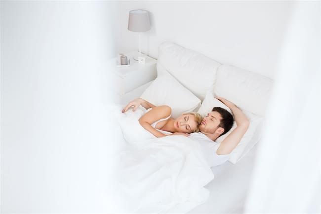 Kaşıklamak   Genelde : Bütün gece birbirinizin kollarında uyumak.   Sizin için artık : Birinizin kolu uyuşana kadar ve birbirinize kıçınızı dönüp uyumaya başlayana kadar yaptığınız sarılma hareketi.