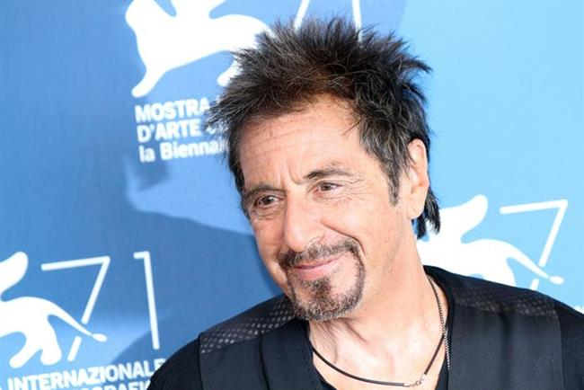 Al Pacino, üç çocuk sahibi ve birçok ünlü kadınla da aşk yaşadı. Ama hiç evlenmedi. Ünlü aktör 75 yaşında.31 yaşındaki sevgilisi ile mutluluk tablosu çiziyor.