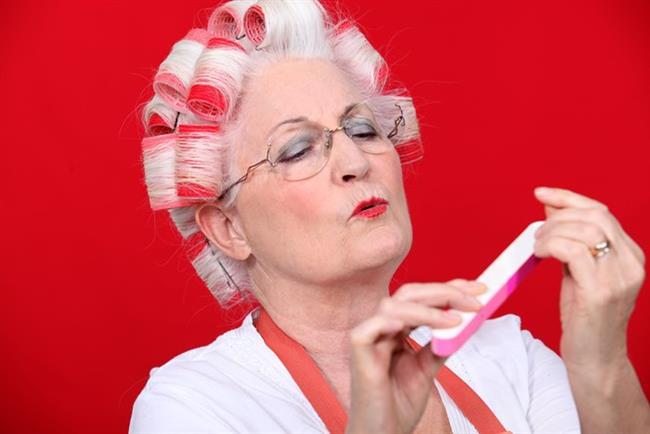 """""""Yaşlı kadınlar saç ve makyaj tercihlerinde daha mütevazi olmalıdırlar."""""""