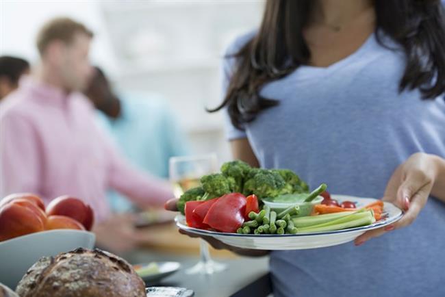 1. Besin değeri yüksek, kalorisi az olan besinlere yönelin.