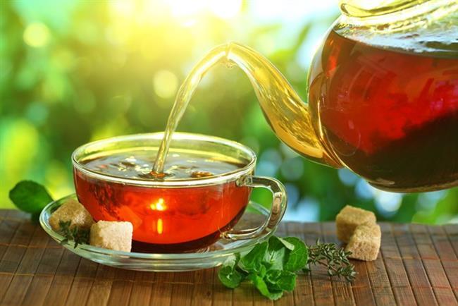 Siyah çay  Siyah çay içmeniz stresli olaylardan daha hızlı kurtulmanıza yardımcı olabilir. İki ayrı grup üzerinde yapılan bir çalışmada 6 hafta boyunca ilk gruba başka bir içecek, ikinci gruba ise günde 4 bardak çay içirilmiş. 6 hafta sonunda iki grupta yer alan insanlar karşılaştırıldığında stresli durumlar söz konusu olduğunda çay içenlerin daha sakin hissettiği ve stresli durumlar sonrasında stres hormonu kortizol düzeylerinin düşük olduğu görülmüş. Stres söz konusu olduğunda, kahve, kafein stres hormonlarını artırarak kan basıncını yükseltebilir.