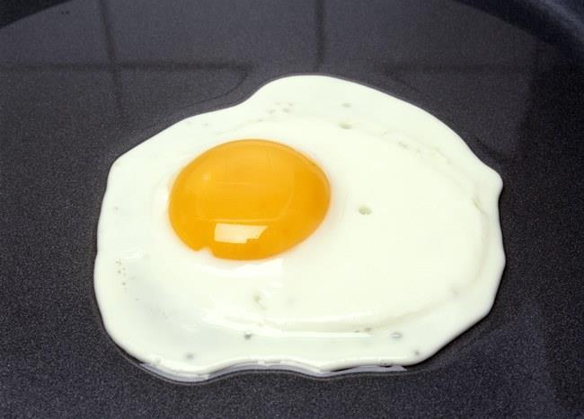 Bulunabilecek en iyi protein kaynağı olan yumurta, güzellik için çok önemli olan biotin ve B12 vitaminlerini içeriyor. Cilt sağlığı için çok önemli olan çinkodan daha zengin olarak gösteriliyor.