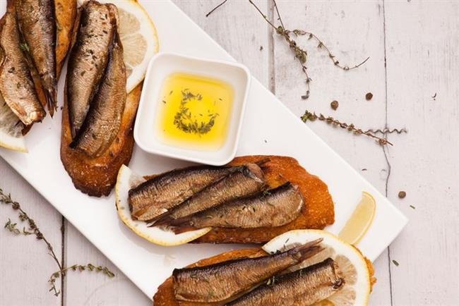 Omega-3 yağ asitlerinden zengin balık, cildin elastikiyetini artırarak yaşlanmayı geciktiriyor. Aynı zamanda da cilt kalitesini artırıyor.