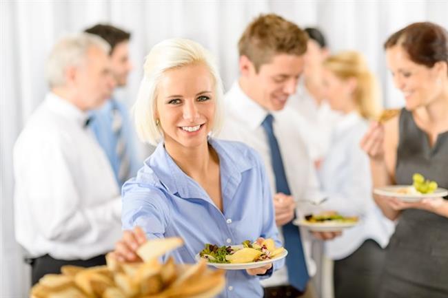 İkram edilen yiyeceklerin hepsini yemeye eğilim göstermek