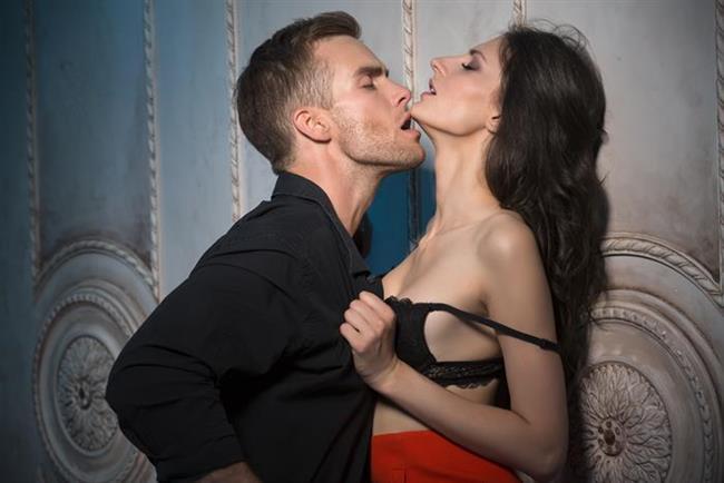 Kadın ve Erkek Orgazmı Arasındaki Farklar   Çoğunlukla kadının orgazm olabilmesi için ön sevişme süresinin yeterince uzun ve doyurucu olması gerekir. Eğer bu yapılamıyorsa cinsel birleşmede ereksiyon kontrolünün erkekte olması ve önce kadının sonra erkeğin orgazm olması, kadının vajinal orgazmı için önemlidir.   İki tarafın da fizyolojik ve psikolojik olarak birbirlerini iyi tanımaları karşılaştıkları sorunları aşmalarına yardım edecektir.