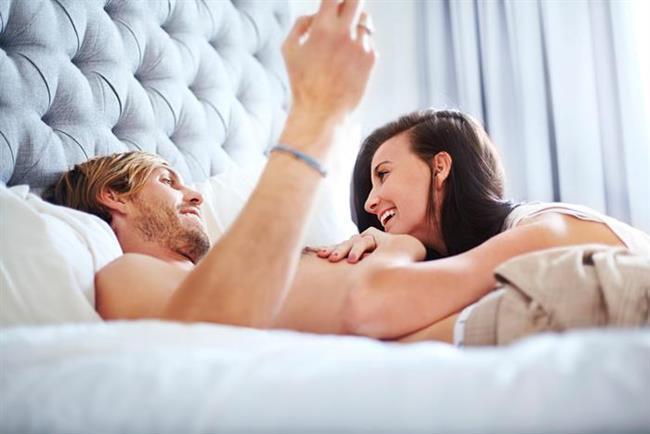 Cinselliği Birlikte Keşfetmek Gerekir   Eşlerin birbirlerine doyasıya dokunmaları ve birbirleriyle cinsel birleşme haricinde de zaman geçirmeleri, eşler arasındaki pek çok sorunu giderecektir. Hoşlandıkları ve hoşlanmadıkları şeyleri konuşmaları ve cinselliği birlikte keşfetmeleri…