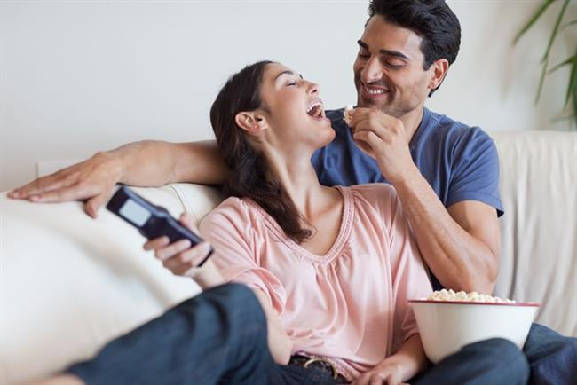 Yengeç (22 Haziran-23 Temmuz arasında tanıştıysanız)  Aşkınız aile izlerini taşıyan, korumacı bir havada olacaktır. Yaşam tarzınız aile ve ev hayatıysa mutlu olabilirsiniz. Tam aradığınızı buldunuz demektir. Yengeç anaç duyguların ağır bastığı bir burçtur. Bu burca ait bir ilişkisi olan kişiler çabucak çocuk sahibi olmak ve büyük bir aile kurmak isterler.   Avantajları: Hayaliniz televizyon seyredip birlikte yemek pişirmekse, size olağanüstü bir ilişki vaat ediyoruz.   Zorlukları: O kadar yumuşak ve romantik bir ilişki geçiriyorsunuz ki şehvetiniz neredeyse yok olma sınırında. Unutmayın şehvetsiz aşk olmaz. Aşk hayatınızı canlandırın.   Tedavisi: Birbirinizden ne kadar farklı olsanız da ev ortamında birlikte olmak size farklı deneyim kazandırır. Beraber koltukta film izleyin, yemek pişirin, hatta temizlik yapın mutluluğun değişik tatlarını yakalayacaksınız.