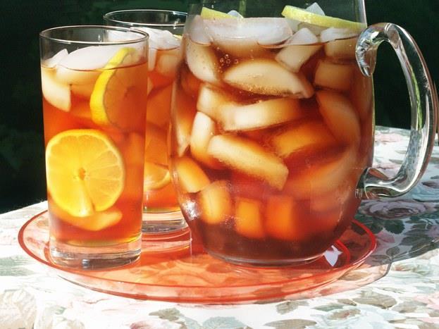 Çay:    Limon aromalı buzlu çay sevenlerdenseniz bu kararınızı bir daha gözden geçirmenizde fayda var. Çünkü bir şişe buzlu çay yaklaşık 32 gram şeker içeriyor. Bunun yerine şekersiz bitki çayları tercih edebilirsiniz.